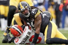 Lawyers, Gloves and Money: Ex-NFL Player Sues Over LostPPE